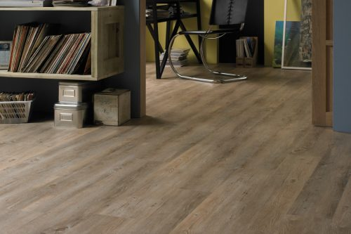 VGW81T_Country-Oak_RS_Res_Home-Office_Image-500x333